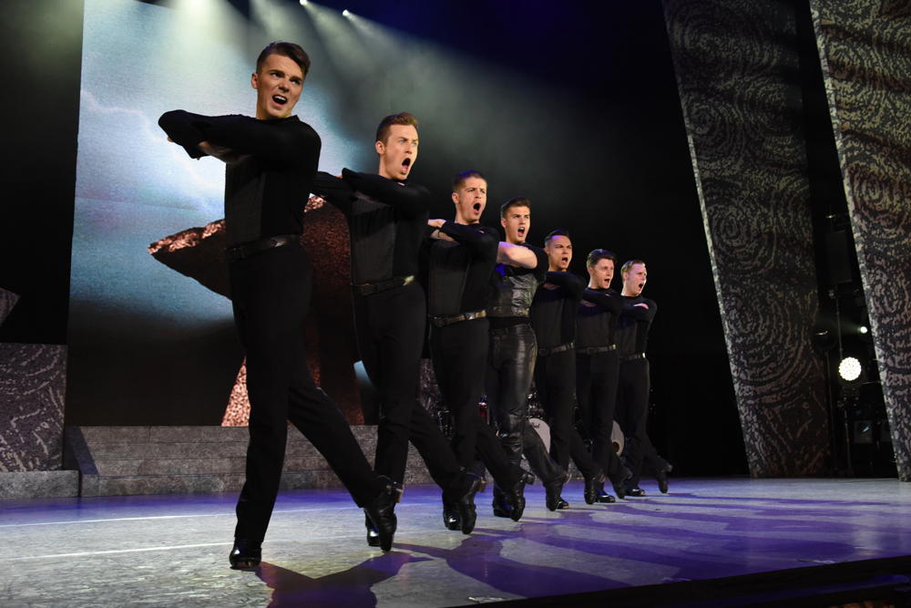 Riverdance-Male-Troupe---Gaiety-Theatre-Dublin-2017-1000
